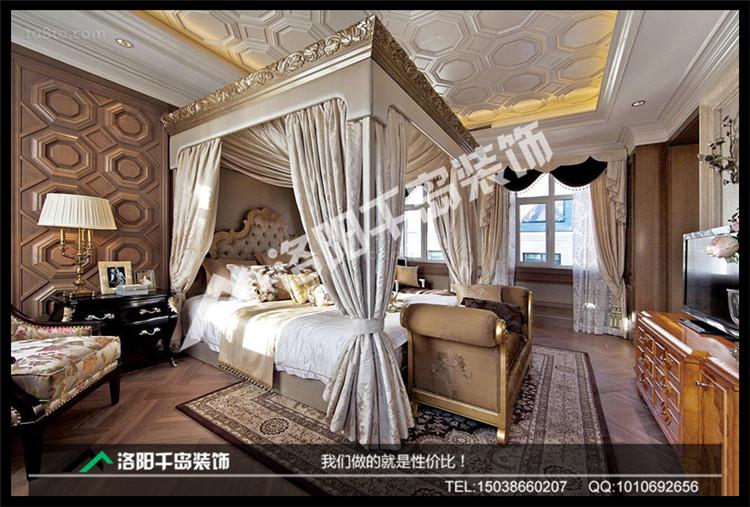 欧式卧室背景墙采用清晰的线条
